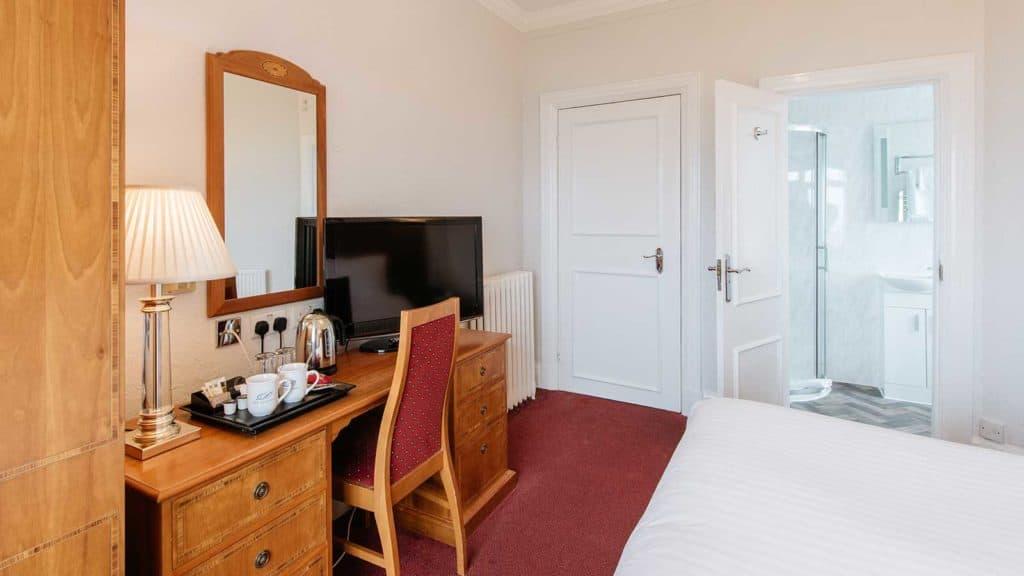 Club-Room-Bathroom-Zip-Headland-Hotel-Torquay