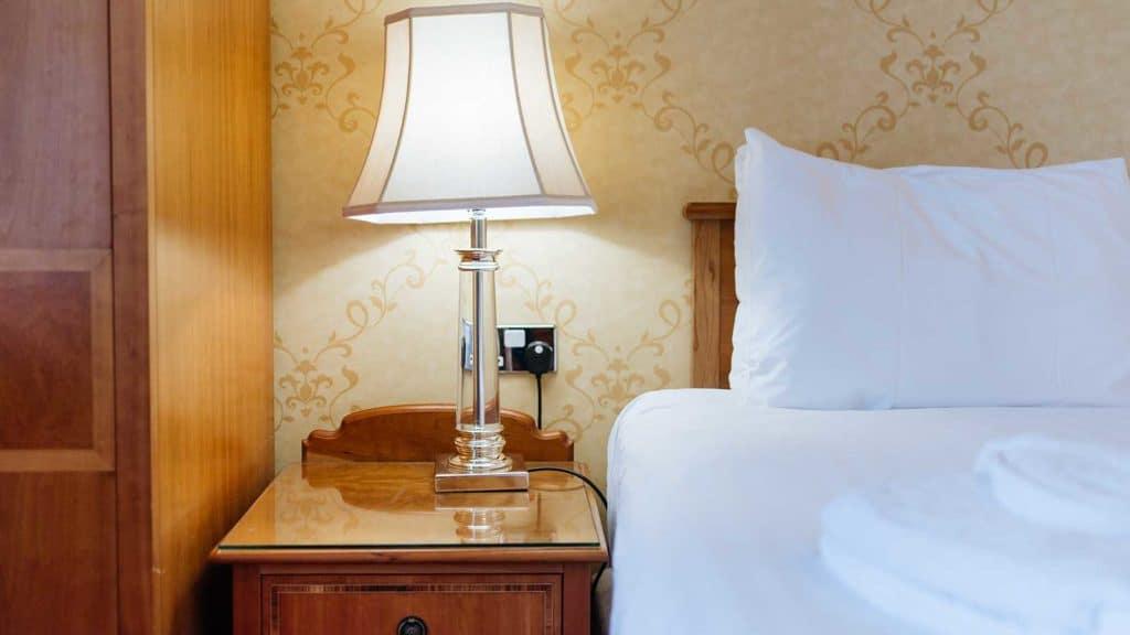 Royal-Suites-Headland-Hotel-Torquay-Bed-side